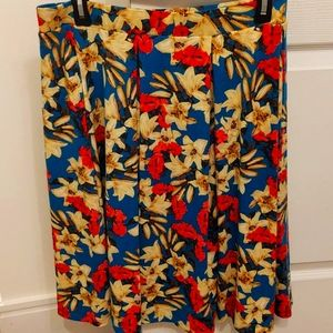 Floral skirt with pockets, size large.